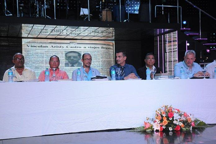 Olivo de León, Manolo, Ramírez, el Ministro de Cultura, José Antonio Rodríguez, Carlos Jiménez, Ruíz y Alexis Bandrich, su excelencia, embajador de Cuba.