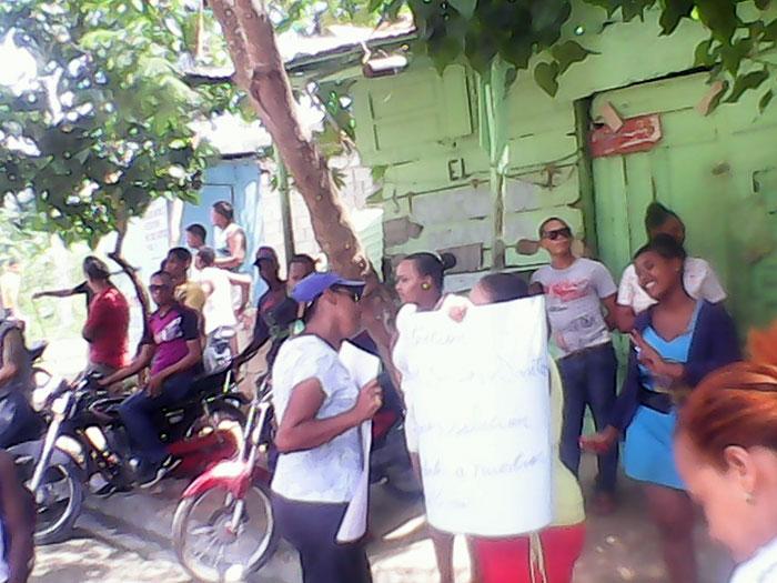 Moradores de Villa Liberación reclaman arreglo de sus calles