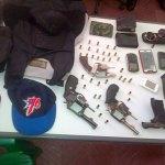Armas, chalecos antibalas, documentos que tenían los hombres abatidos por la Policía en El Abanico (Fotos: Johnny Alberto Salazar)