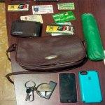 Carteras, celulares, documentos encontrado al asaltante de mujeres detenido por la Policía.
