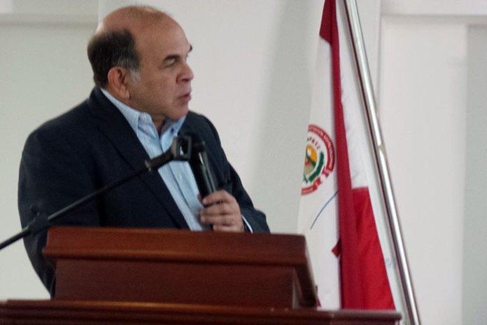 Pelegrín Castillo habla a los dirigentes de la UPLA