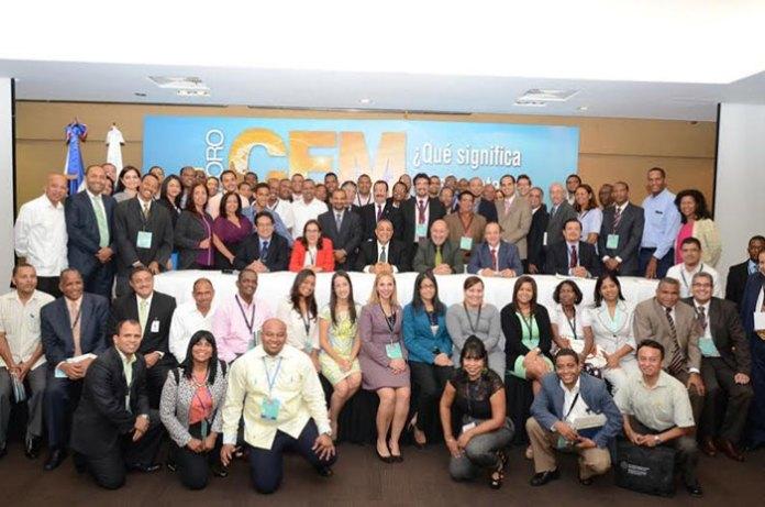 Asistentes al Foro sobre CEM-¿Realmente qué significa? que se celebró en esta capital organizado por el Indotel, UIT, Fedomu e instituciones del sector de las telecomunicaciones.