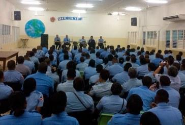 Posesionan nuevo comandante Policía Escolar con asiento en SDO