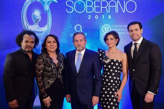 Nashla Bogaert y Roberto Ángel presentarán Premios Soberano 2018