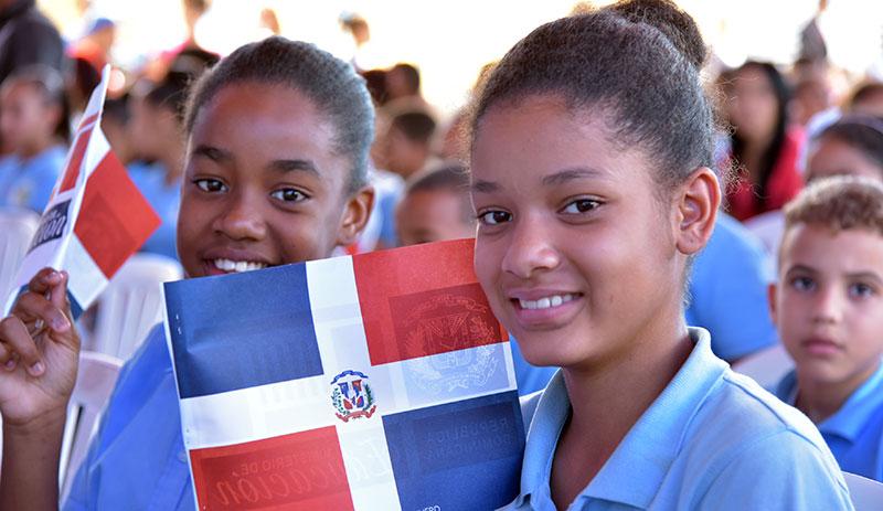 Danilo entrega dos Centros educativos en Bonao