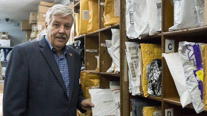1. Hernán González Ganoza, presidente de P.O. Box International (POBI).