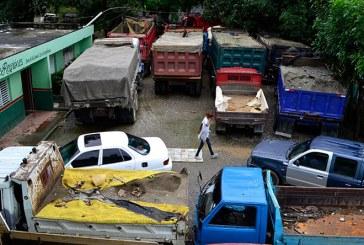 Medio Ambiente retiene camiones por extracción arena de ríos