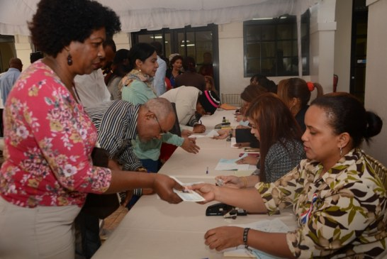 Maestros jubilados reciben pagopor concepto de invalidez