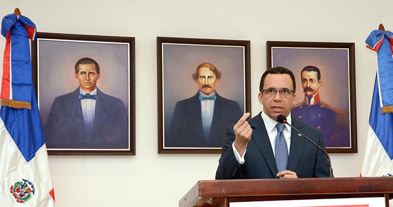 Navarro dice entre sus metas está nueva Ley General de Educación