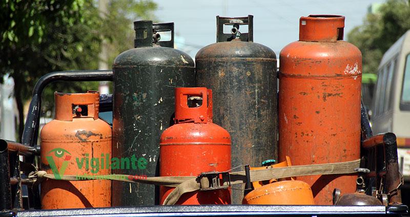 Industria y Comercio aumenta de RD$5.00 a RD$1.00 combustibles