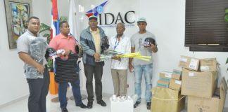 IDAC entrega útiles