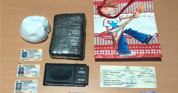 Los Mameyes con kilo y medio de cocaína