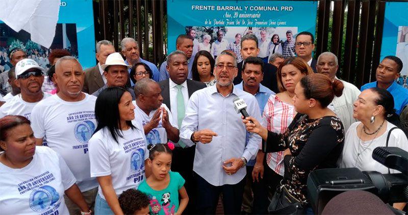 Abren exposición fotográfica de Peña Gómez en el Parque Independencia