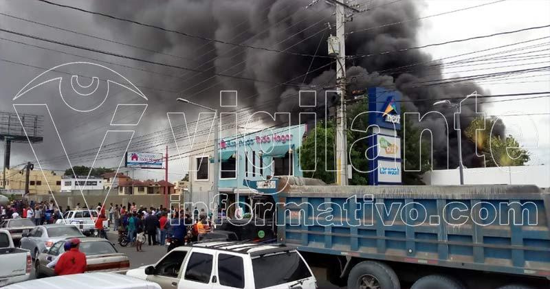 Incendio afecta tienda Acolchado Todo Hogar