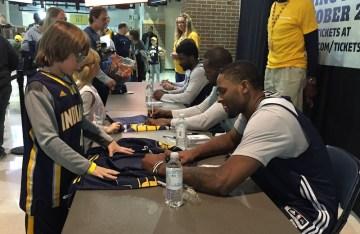 2015-10-18 Pacers FanJam CJ Miles signing