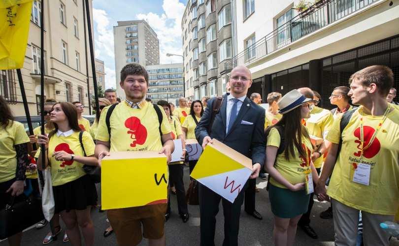 Poljaci predali parlamentu 500 000 prikupljenih potpisa za zabranu abortusa