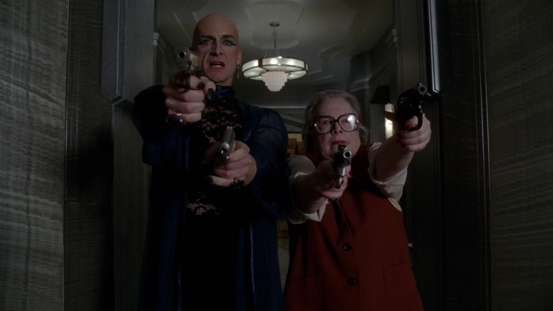 Hotel 5x11 Liz Taylor & Iris Shooting