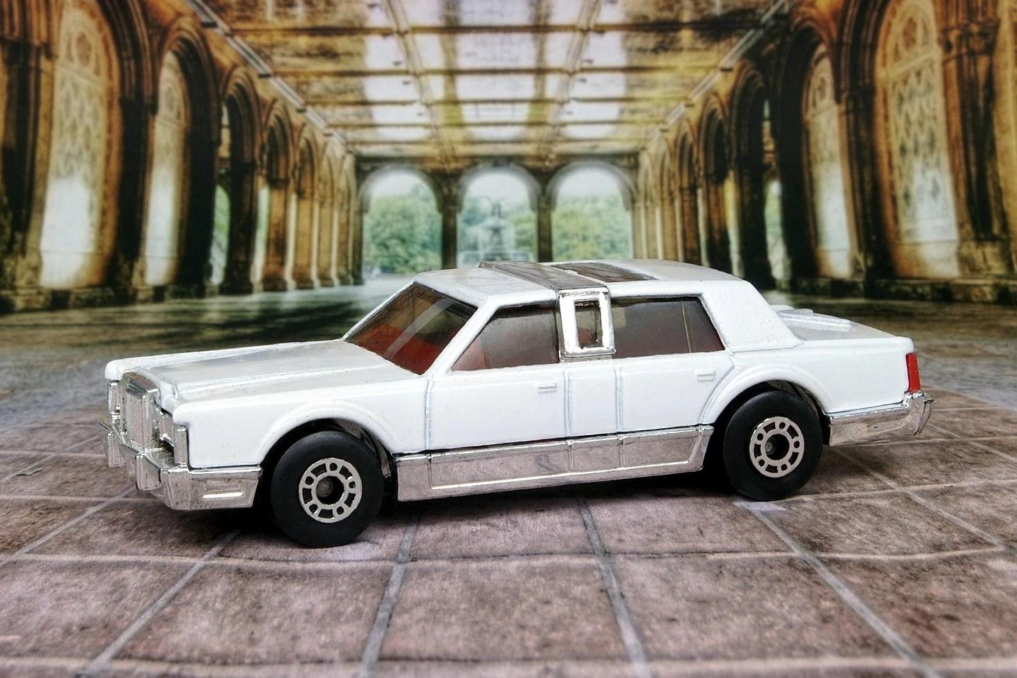lincoln town car [ 1470 x 980 Pixel ]