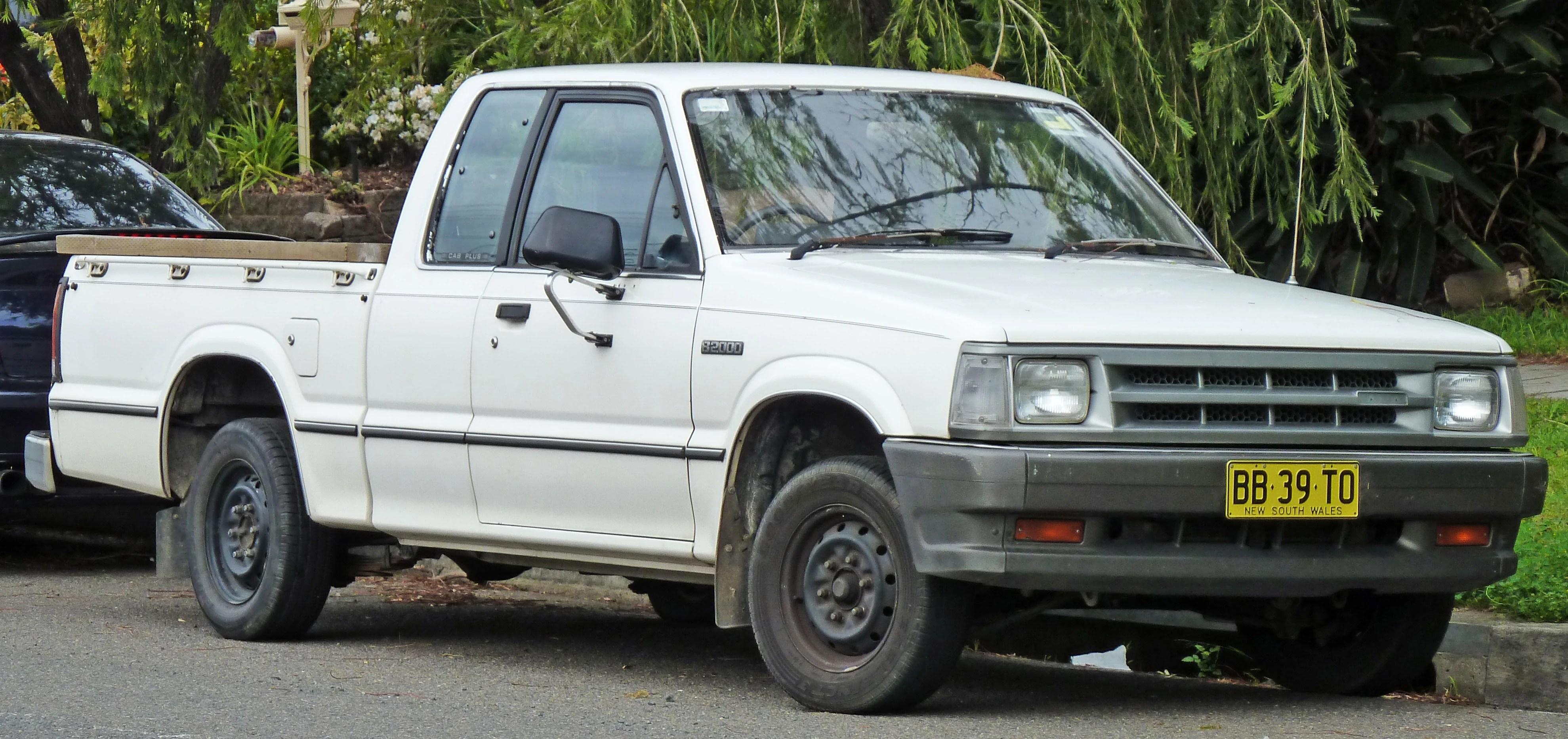 1985 1988 mazda b2000 cab plus 2 door utility 01 1985 1988 [ 3958 x 1866 Pixel ]
