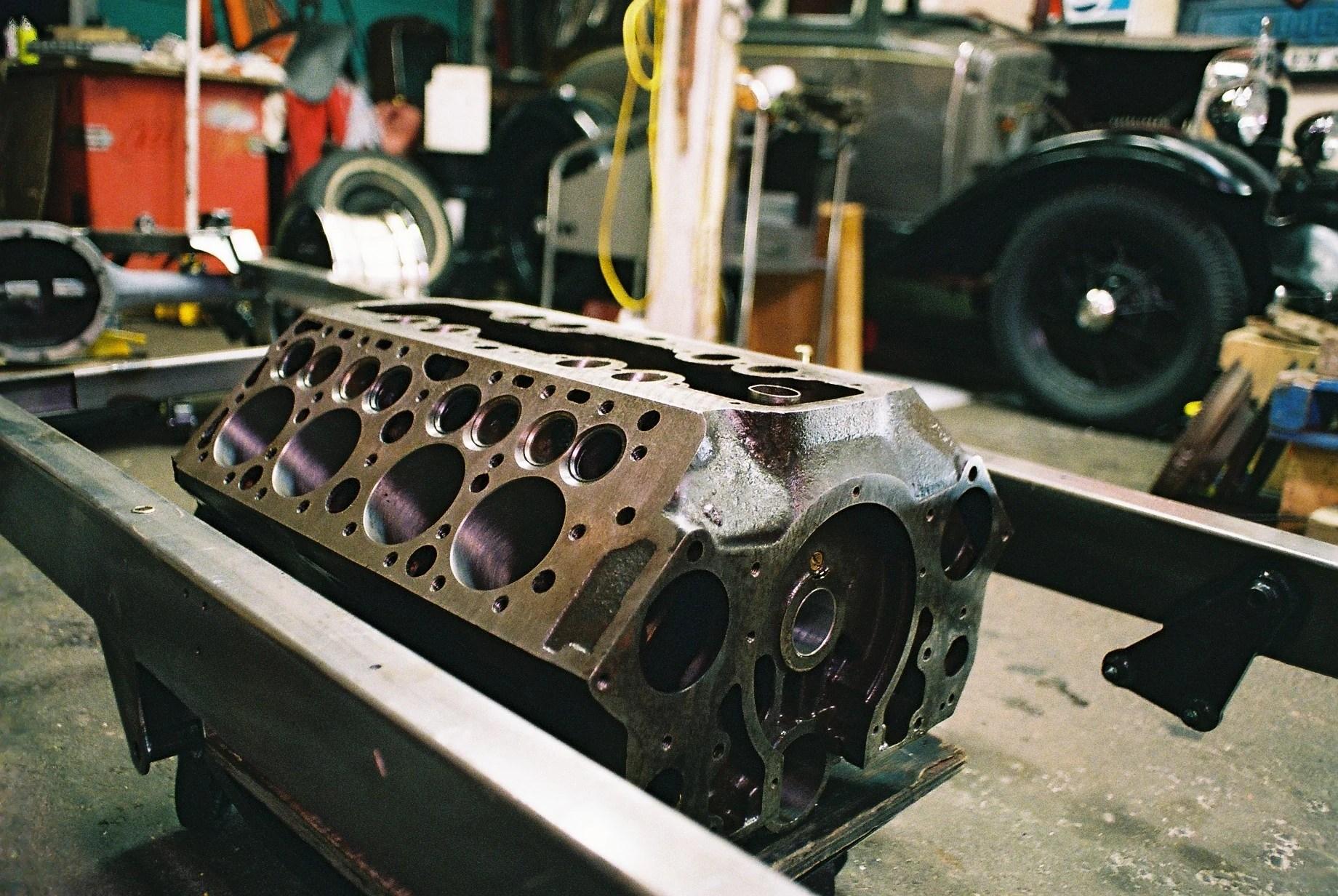 small resolution of the valve in block design or flathead block jpg