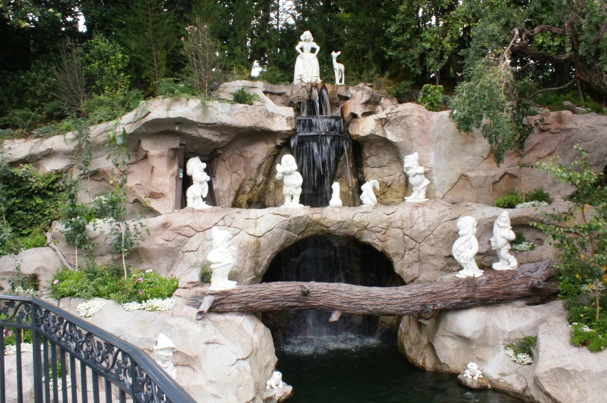 Snow White Grotto Disney Wiki Fandom Powered Wikia