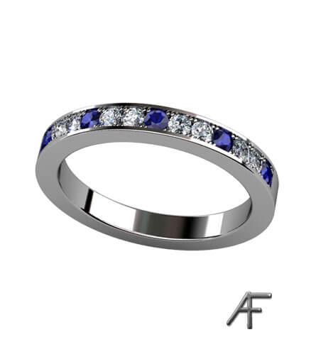 faden alliansring med blå safirer och diamanter