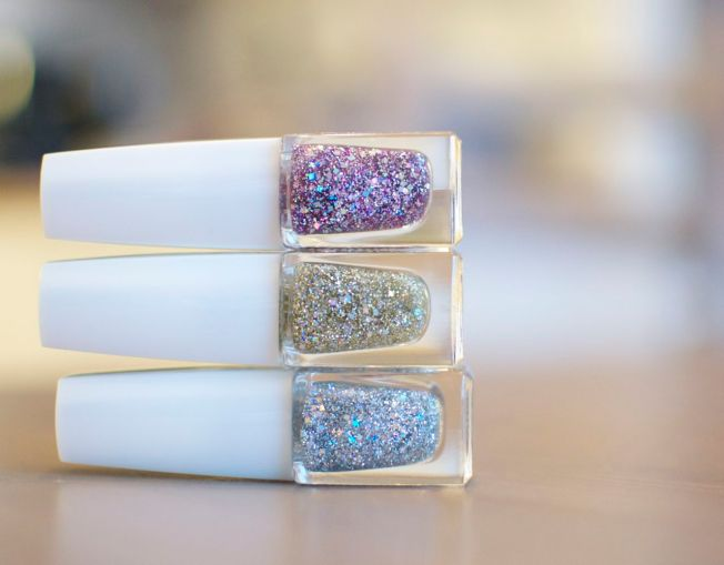 isadora_holographic_nails