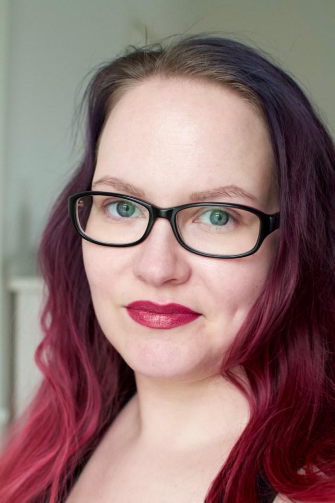MAC Royally Flushed -rajauskynä ja A Wink Of Pink -huulipuna
