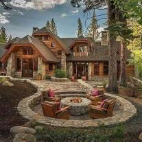 Cabana de munte cu pavaj din piatră rustic