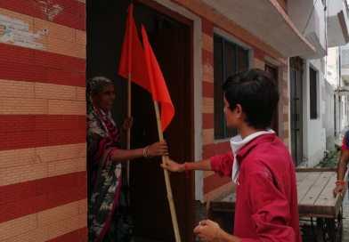 श्री राम जन्मभूमि पूजन के शुभ अवसर पर भगवा ध्वज का किया गया वितरण।