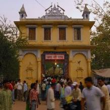 3. संकटमोचन मंदिर, बनारस(उत्तर प्रदेश) : यह श्री हनुमानजी से जुड़ा एक प्राचीन स्थान है, जहाँ एक भव्य मंदिर है, जिसे संकटमोचन नाम से जाना जाता है। कहा जाता है कि सर्वप्रथम संत श्री तुलसीदास जी ने यहाँ हनुमान जी की स्थापना की थी। अगली तस्वीर में देखते हैं सालासर महावीर टेम्पल......