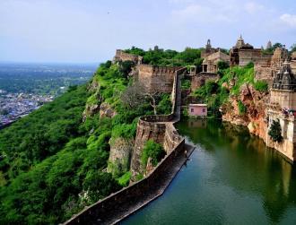 राजस्थान की शान है ये भारत का सबसे लंबा किला, जाने के लिए हैं सात दरवाजे
