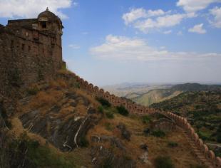 GVC भले ही सबसे बड़ी हो, हमारी इस दीवार के भी हैं दुनिया में कर्इ रिकॉर्ड...
