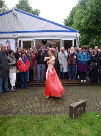 De opening, met buikdanseres!