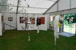 Kunst en maskers in de tent