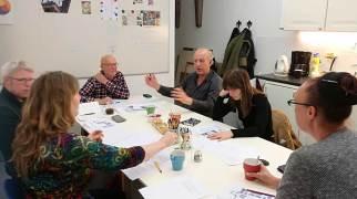 Vergaderen en brainstrormen voor de opening