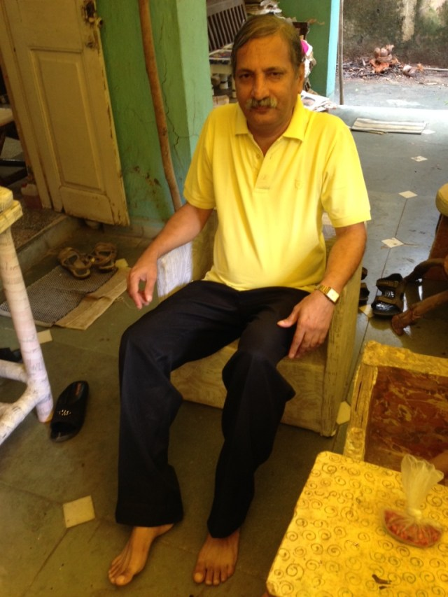 Anand Bhave trying out one of his pieces