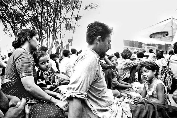 Jayashree and Amit at a protest rally in Kasrawad, Madhya Pradesh, in 1999.