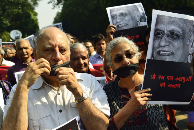 Writers and cultural activists on a silent protest march from Shree Ram Centre to Sahitya Akademi to urge the latter to take a strong stand against rising intolerance in the country, to defend freedom of speech and to condemn the killing of writer MM Kalburgi and others. October 23, 2015, New Delhi, India.