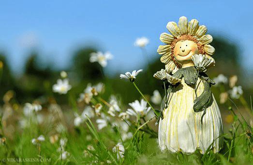 vika raskina - doll in the grass