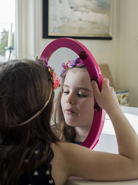 vika raskina - girl with mirror