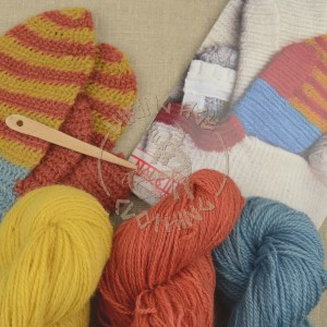 Kit for plant-dyed nalbound mittens from Eura - all