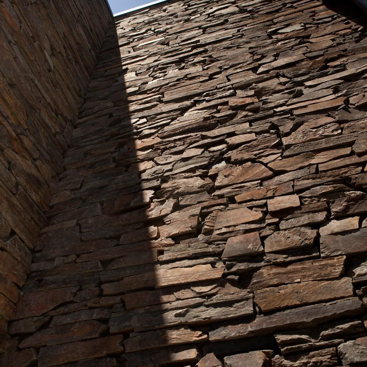Fife stone random cladding