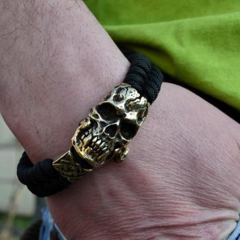 Фото браслет из паракорда с застежкой череп