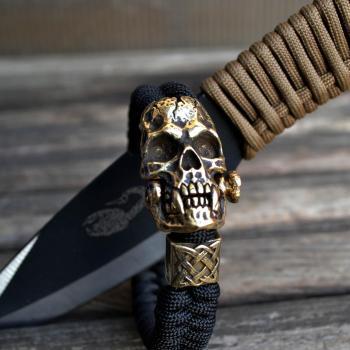 Фото плетеный браслет с застежкой череп и бусиной квадрат Сварога