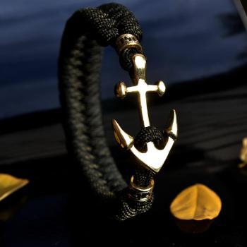 Фото плетеный браслет из паракорда с застежкой якорь