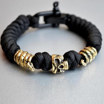 Фото браслет из паракорда с бусинами череп и змея