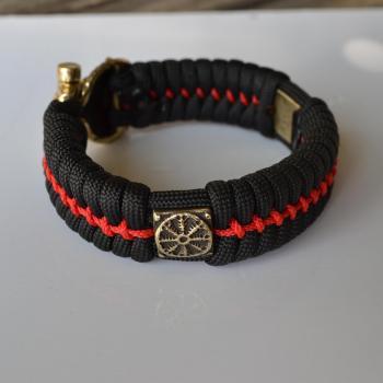 Фото чёрно-красный браслет из паракорда с бусиной шлем ужаса