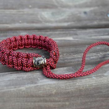 Фото плетеный ремешок для камеры из паракорда