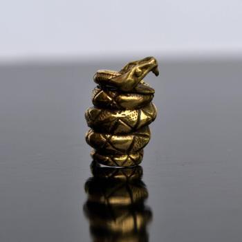 Фото латунной бусины Змея для паракорда